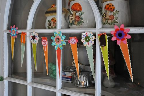 Felties_paper_whimsies_garland_by_martha_bonneau