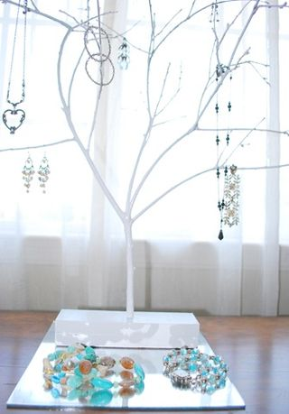 Jewelry_tree_close[3]